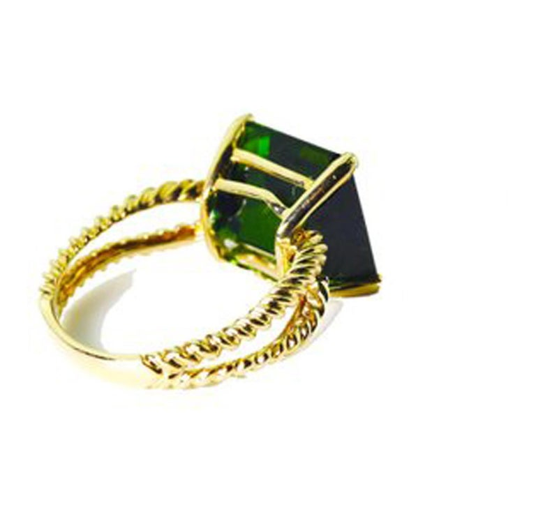 Gemjunky Translucent 10.96 Cts Glittering Green Tourmaline 14Kt Yellow Gold Ring For Sale 2