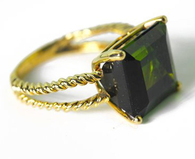 Gemjunky Translucent 10.96 Cts Glittering Green Tourmaline 14Kt Yellow Gold Ring For Sale 3