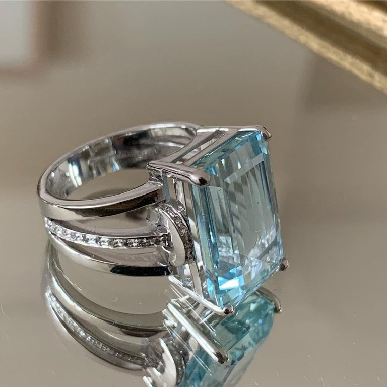 Contemporary 10ct Aquamarine & White Diamond Ring Set in 18 Karat Gold Made in Italy Bespoke For Sale