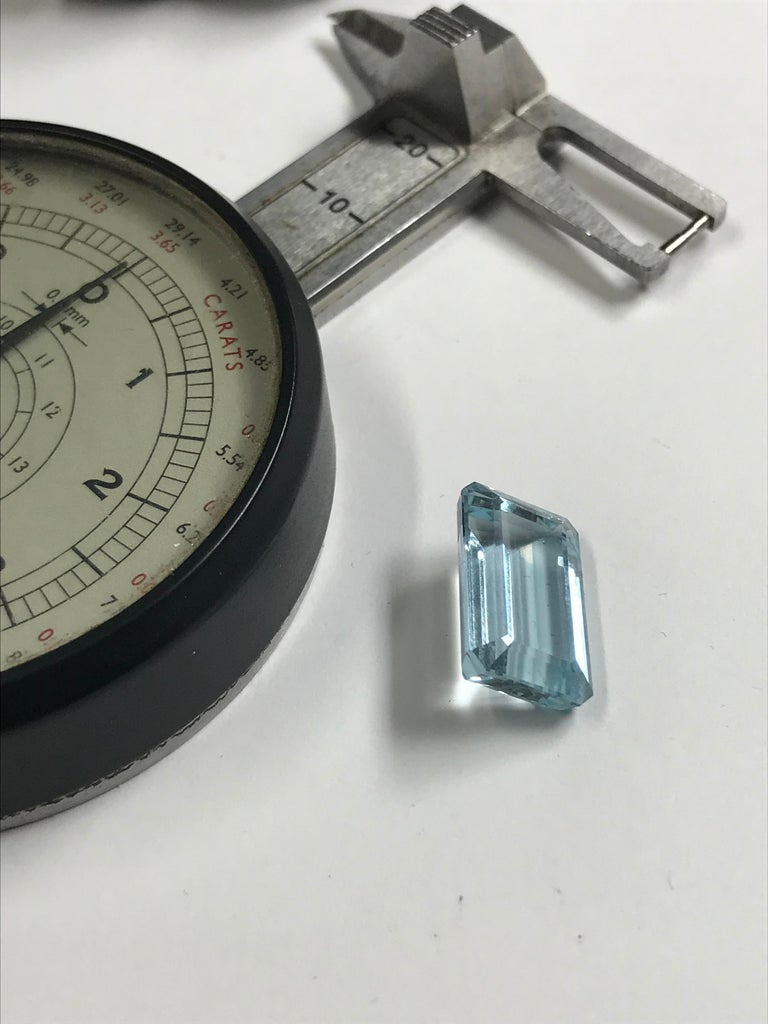 10ct Aquamarine & White Diamond Ring Set in 18 Karat Gold Made in Italy Bespoke For Sale 2