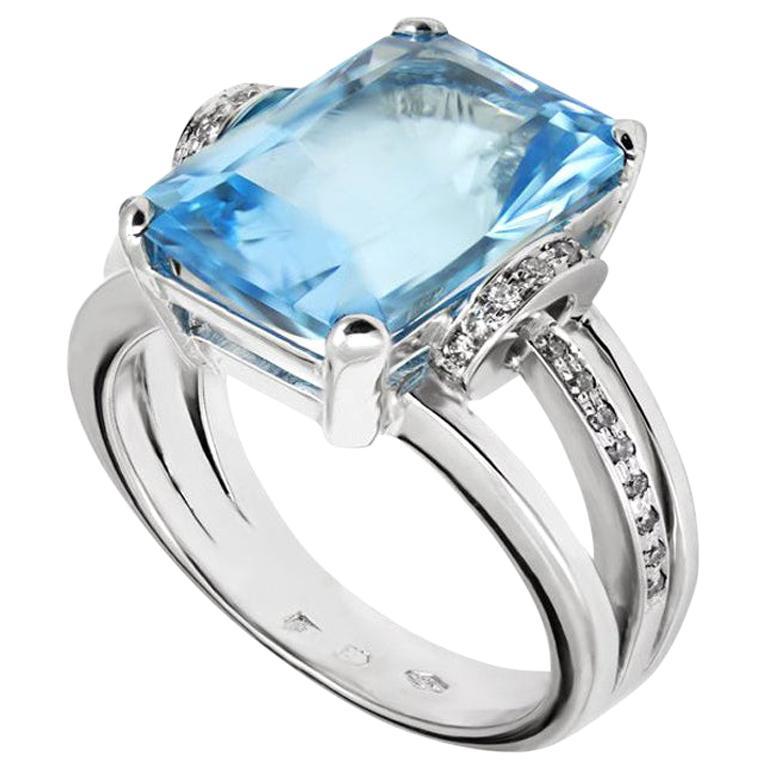 10ct Aquamarine & White Diamond Ring Set in 18 Karat Gold Made in Italy Bespoke For Sale