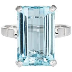 10 Carat Blue Topaz Cocktail Ring Vintage 18 Karat Gold Estate Fine Jewelry