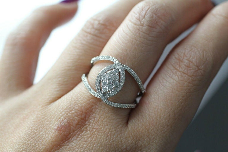 10 Karat White Gold Diamond Twist Ring In New Condition For Sale In Los Angeles, CA