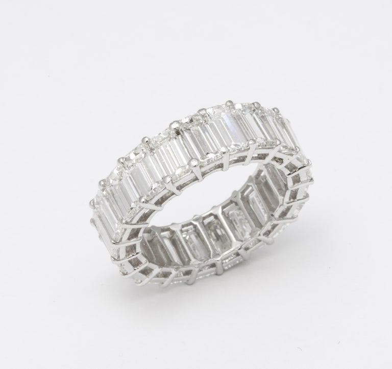 11 Carat Emerald Cut Diamond Eternity Band In New Condition For Sale In New York, NY