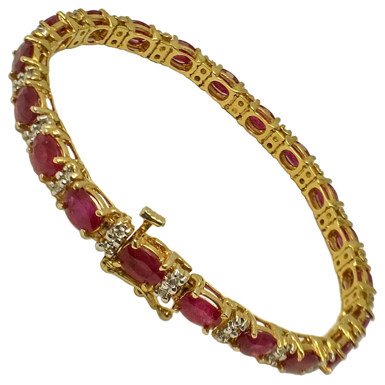 11 Carat Ruby Yellow Gold Bracelet Bangle