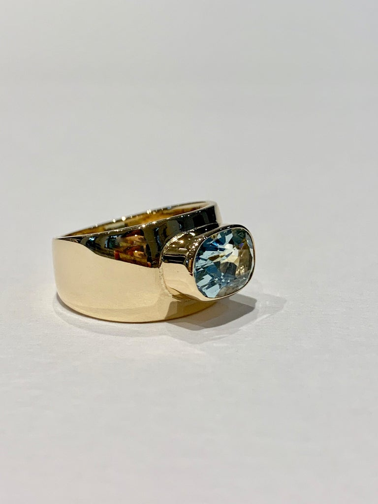 Women's Oval Aquamarine in Wide 9 Carat Yellow Gold Band For Sale