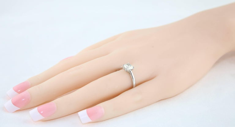 1.10 Carat Cushion Cut Diamond Engagement Gold Ring In New Condition For Sale In New York, NY