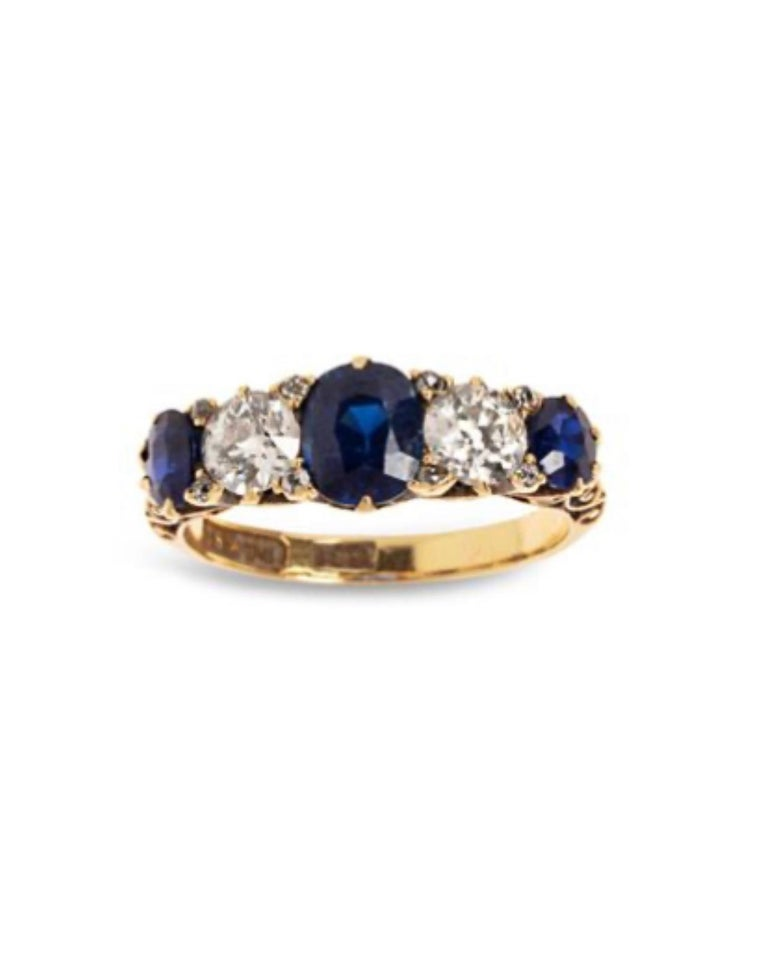 Post-War 1.10 Carat Saphhires Diamonds 18 Carat Yellow Gold Jarretière Ring For Sale