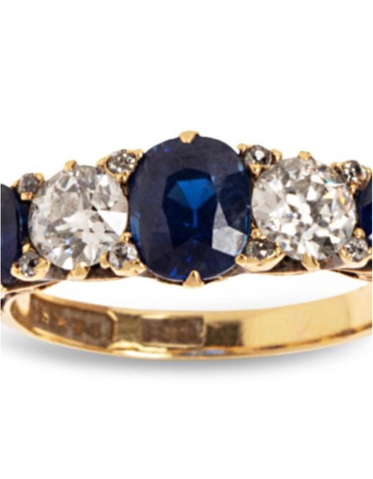 Cushion Cut 1.10 Carat Saphhires Diamonds 18 Carat Yellow Gold Jarretière Ring For Sale