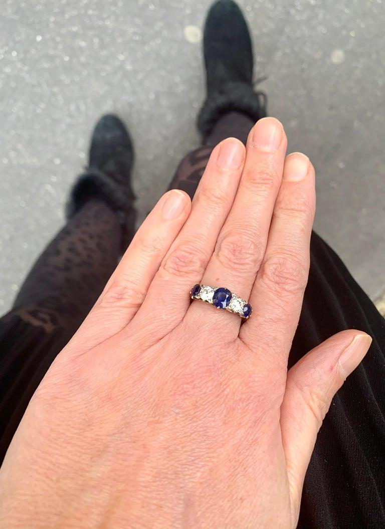 1.10 Carat Saphhires Diamonds 18 Carat Yellow Gold Jarretière Ring In Excellent Condition For Sale In Paris, FR