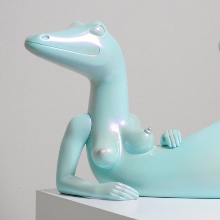 La lagartona de tu amiga - Gray Nude Sculpture by Andrés Amaya
