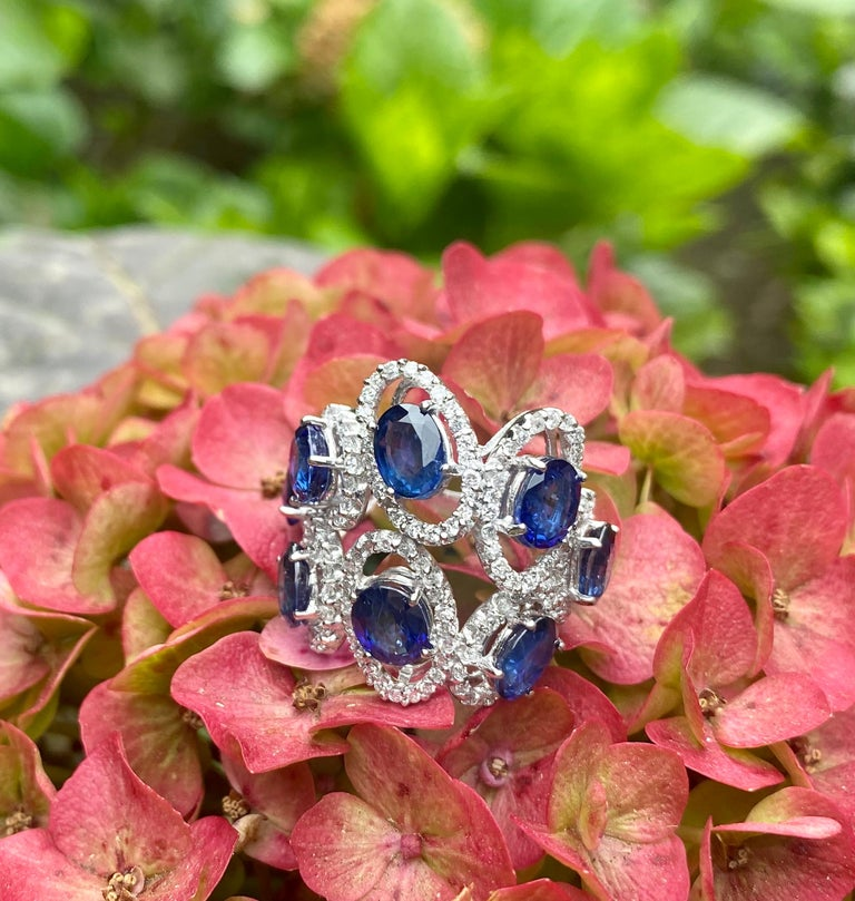 Artisan 11.26 Carat Natural Blue Sapphire and Diamond White Gold Cocktail Ring For Sale