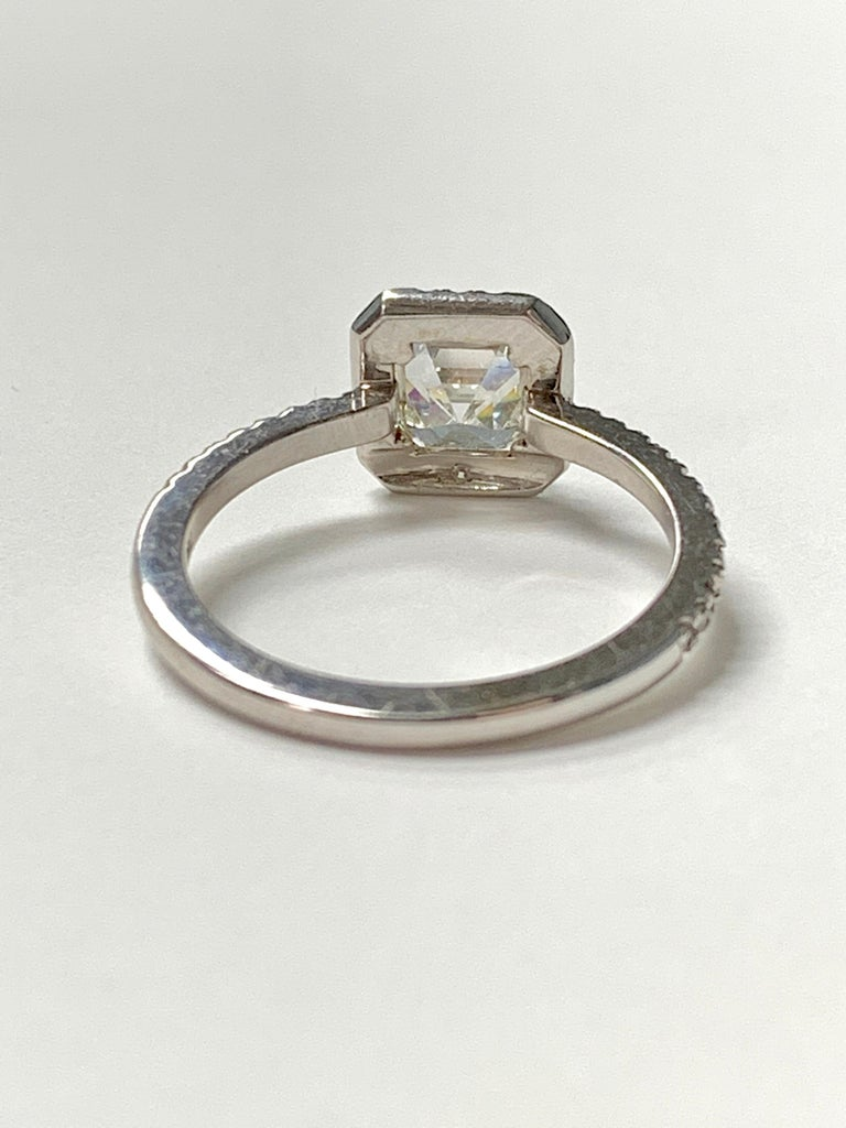 1.13 Carat Emerald Cut Diamond Ring in 18K White Gold For Sale 5
