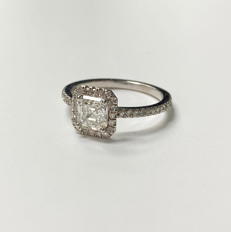 Contemporary 1.13 Carat Emerald Cut Diamond Ring in 18K White Gold For Sale