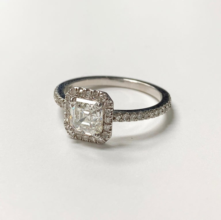 1.13 Carat Emerald Cut Diamond Ring in 18K White Gold In New Condition For Sale In New York, NY
