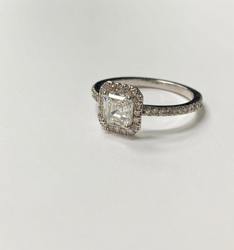 1.13 Carat Emerald Cut Diamond Ring in 18K White Gold For Sale 1