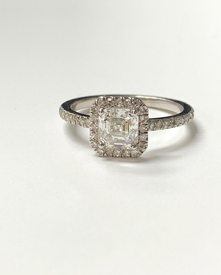 1.13 Carat Emerald Cut Diamond Ring in 18K White Gold For Sale 4
