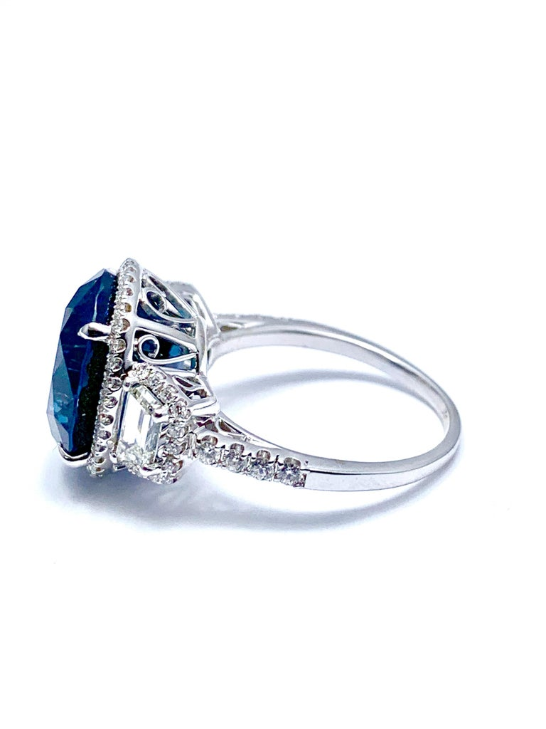 11.38 Carat Oval Sapphire and Diamond 18 Karat White Gold Cocktail Ring For Sale 1