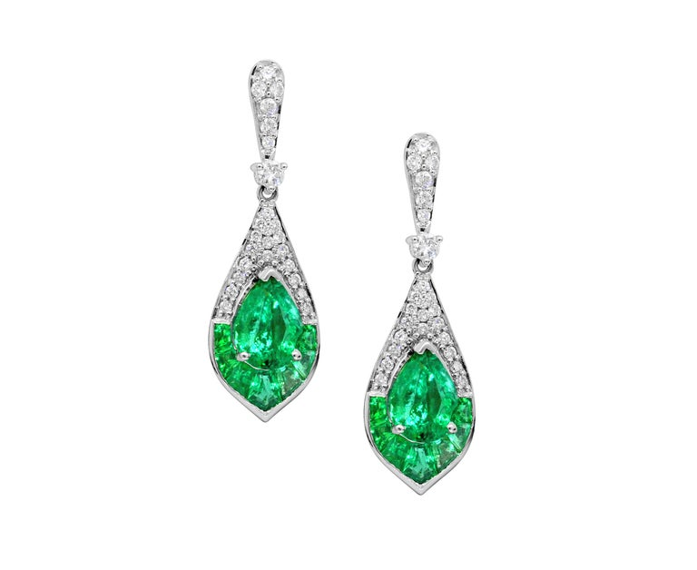 Gorgeous pear-shaped emerald and diamond drop earrings! These