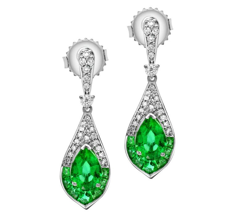 Contemporary 1.15 Carat Pear Emerald and Diamond 14 Karat White Gold Drop Earrings For Sale