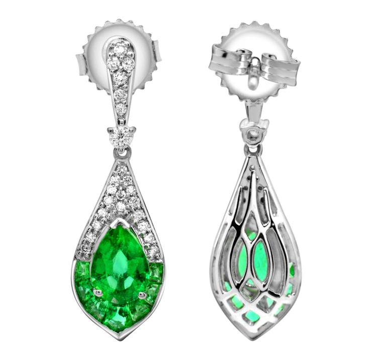 1.15 Carat Pear Emerald and Diamond 14 Karat White Gold Drop Earrings In New Condition For Sale In New York, NY