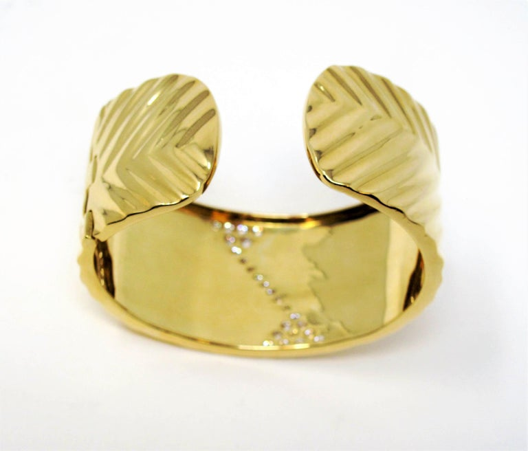 1.16 Carat Diamond Zig Zag Wide Cuff Hinged Bracelet 18 Karat Yellow Gold For Sale 3