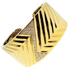 1.16 Carat Diamond Zig Zag Wide Cuff Hinged Bracelet 18 Karat Yellow Gold