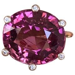 18 Karat Yellow Gold 11.83 Carats Rubellite Tourmaline Diamond Cocktail Ring