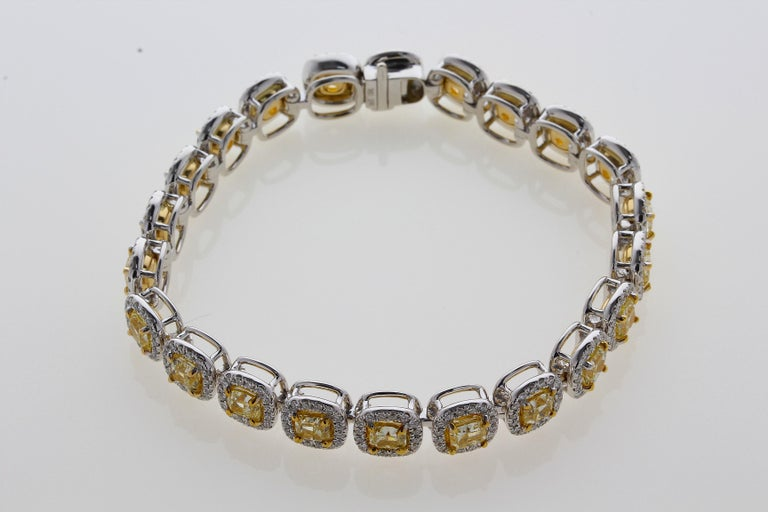 11.88 Carat Cushion Cut Fancy Yellow VS2+ Diamond Tennis Bracelet 18 Karat Gold For Sale 5