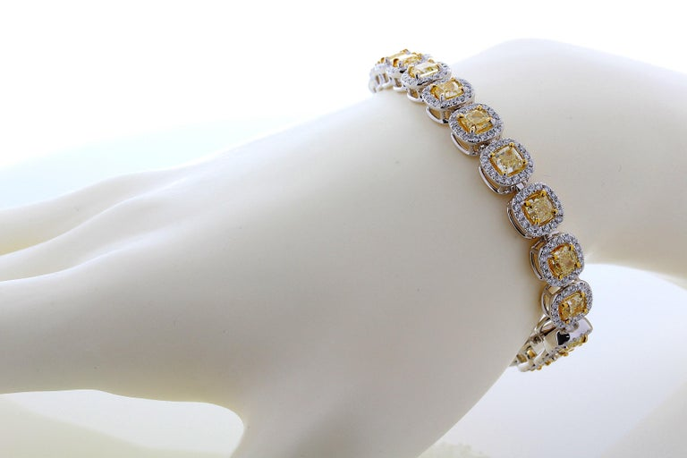 Contemporary 11.88 Carat Cushion Cut Fancy Yellow VS2+ Diamond Tennis Bracelet 18 Karat Gold For Sale