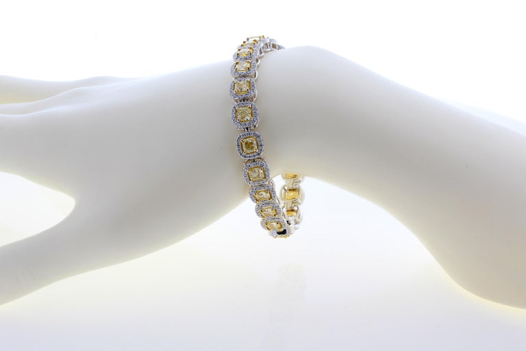 11.88 Carat Cushion Cut Fancy Yellow VS2+ Diamond Tennis Bracelet 18 Karat Gold In New Condition For Sale In New York, NY