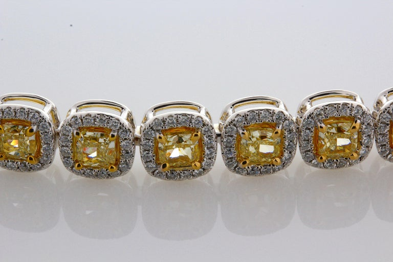 Women's 11.88 Carat Cushion Cut Fancy Yellow VS2+ Diamond Tennis Bracelet 18 Karat Gold For Sale