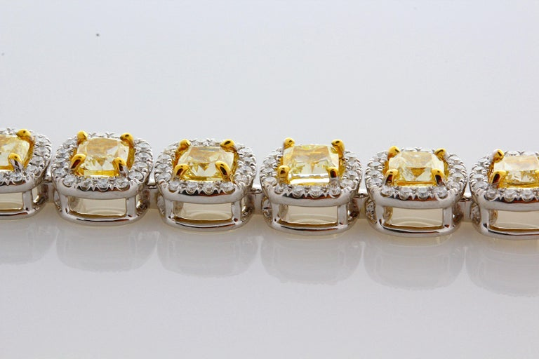 11.88 Carat Cushion Cut Fancy Yellow VS2+ Diamond Tennis Bracelet 18 Karat Gold For Sale 1