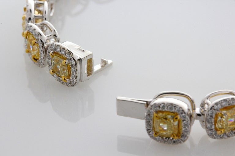 11.88 Carat Cushion Cut Fancy Yellow VS2+ Diamond Tennis Bracelet 18 Karat Gold For Sale 2