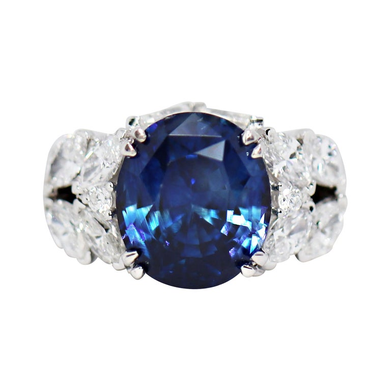 11.92 Carat Natural Unheated Blue Sapphire and Diamond 18ct Gold Cocktail Ring For Sale