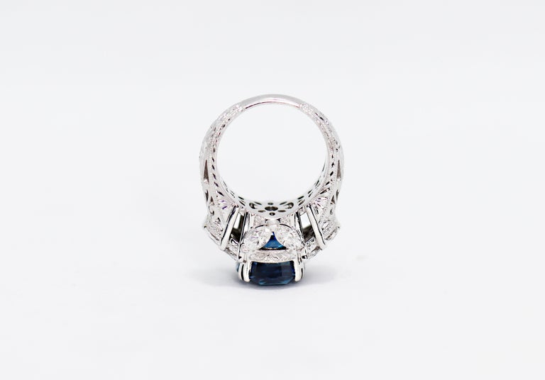 Art Nouveau 11.92 Carat Natural Unheated Blue Sapphire and Diamond 18ct Gold Cocktail Ring For Sale
