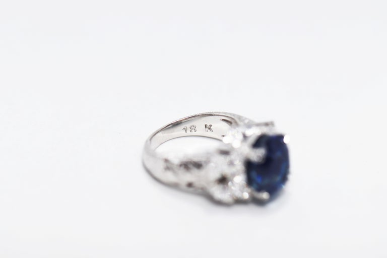 11.92 Carat Natural Unheated Blue Sapphire and Diamond 18ct Gold Cocktail Ring For Sale 1
