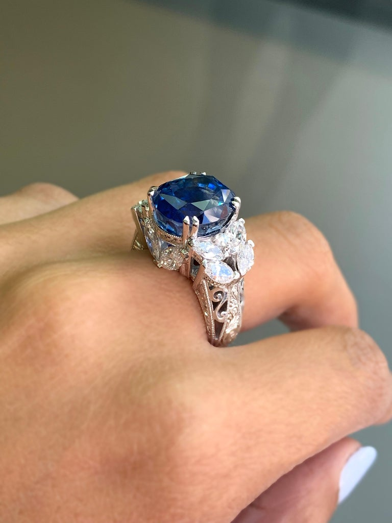 11.92 Carat Natural Unheated Blue Sapphire and Diamond 18ct Gold Cocktail Ring For Sale 3