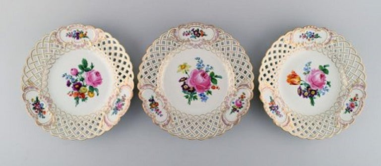 12 antique Meissen openwork plates in hand painted porcelain with floral and gold decoration, circa 1900.
