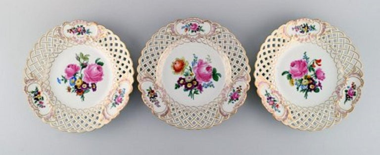 German 12 Antique Meissen Openwork Plates in Hand Painted Porcelain, circa 1900 For Sale