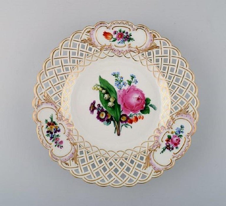 12 Antique Meissen Openwork Plates in Hand Painted Porcelain, circa 1900 In Excellent Condition For Sale In Copenhagen, Denmark
