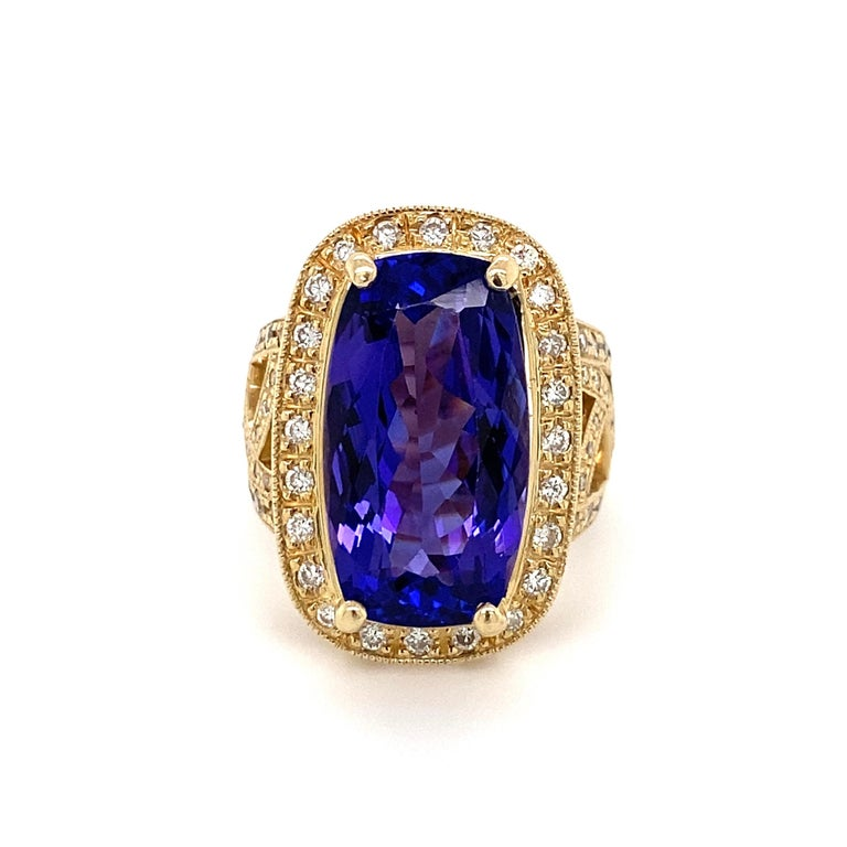 12 Carat Cushion Tanzanite and Diamond Gold Cocktail Ring Estate Fine Jewelry In Excellent Condition For Sale In Montreal, QC
