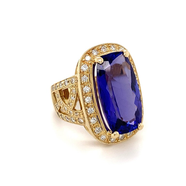 Women's 12 Carat Cushion Tanzanite and Diamond Gold Cocktail Ring Estate Fine Jewelry For Sale