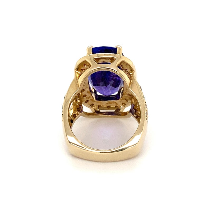 12 Carat Cushion Tanzanite and Diamond Gold Cocktail Ring Estate Fine Jewelry For Sale 1