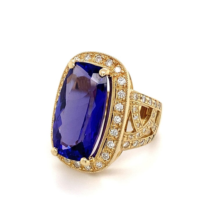 12 Carat Cushion Tanzanite and Diamond Gold Cocktail Ring Estate Fine Jewelry For Sale 2