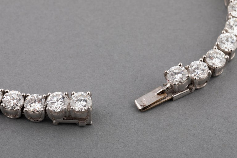 12 Carats Diamonds French Tennis Bracelet For Sale 4