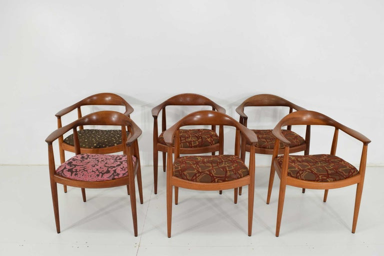 12 Hans Wegner Round Chairs In Good Condition For Sale In Dallas, TX
