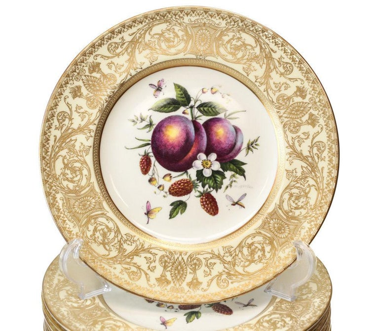 12 stunning Royal Worcester Harry Aytron porcelain cabinet plates, 1955. Beautiful hand painted fruits to the center and signed by the artist, H. Ayyron