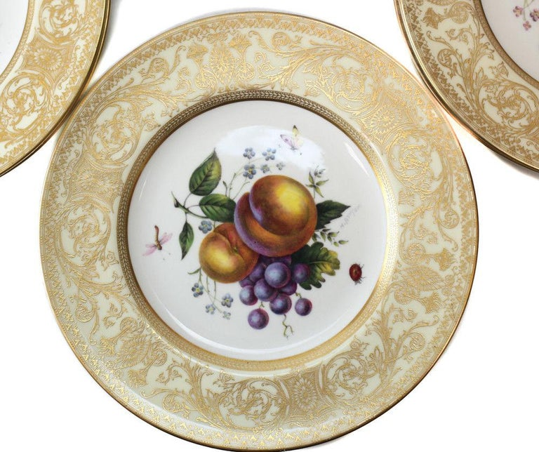 12 Royal Worcester Harry Aytron Porcelain Fruit Cabinet Plates, 1955, Signed In Good Condition For Sale In Pasadena, CA
