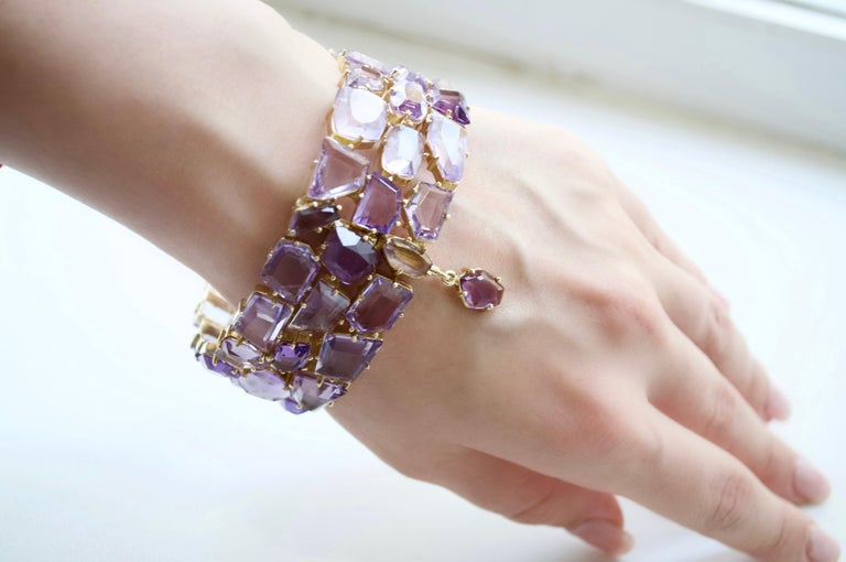 Mixed Cut 120 Carat Amethyst Rose de France 14 Karat Yellow Gold Bracelet For Sale